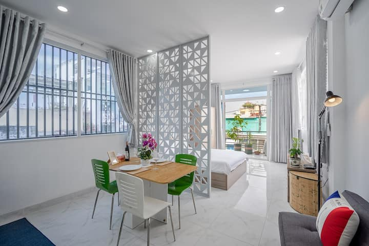 SUNNY APT#3-VIEWS in CENTRAL CITY@SUPER HOST$FULLY