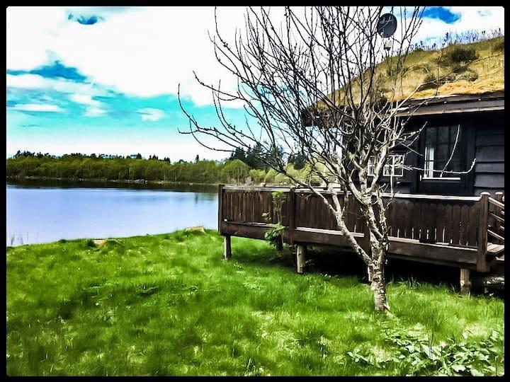 Sjarmerende hytte ved Atlanterhavsveien. Fredfullt