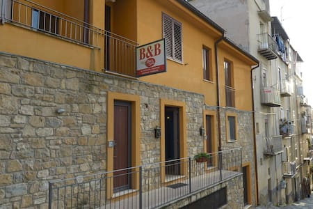 """B&B """" il Baco e la Seta"""" - Centro di Caltanissetta - Caltanissetta - Bed & Breakfast"""