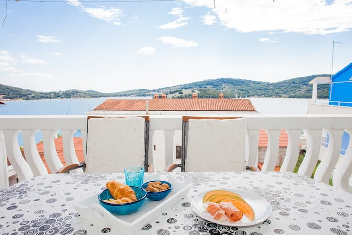 """Sunwashed Terrace"" Apartment Tisno"