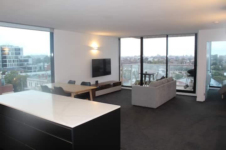 Large 2 bedroom Hawthorn Apartment
