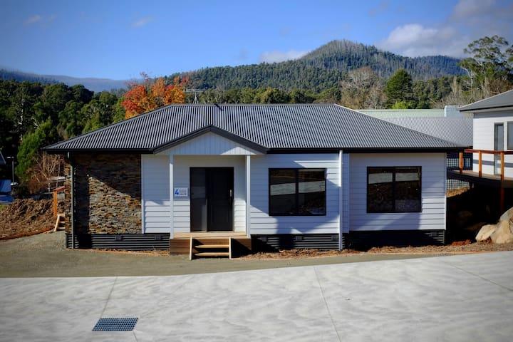 Lake Mt (2BR House) at All Seasons Marysville