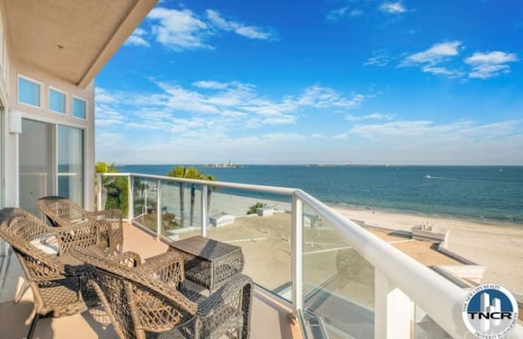 **Corner LUXURY PENTHOUSE unit with OCEAN VIEWS**