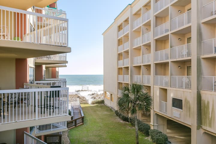 Beachfront condo w/ indoor & outdoor pools - near dining & shopping!