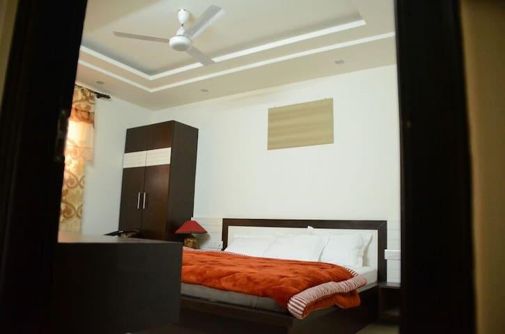 Private rooms .bnb . Close to metro - New Delhi - Bed & Breakfast