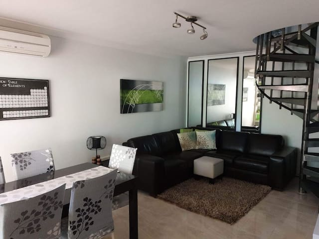 Renovated 2 bedroom townhouse, central location