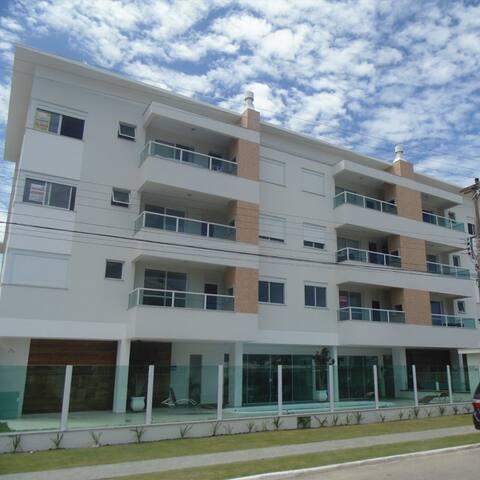 Apartamento Praia de Palmas com Suite Ar e Piscina