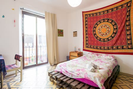 Habitación grande con balcón  - Гранада