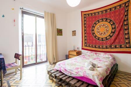 Big double room with balcony - Granada