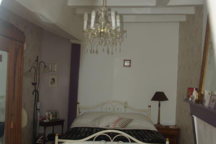Chambre avec poutres 15 mn Cholet 35 mn Puy du Fou