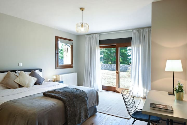 Amfikleia Mountain Home