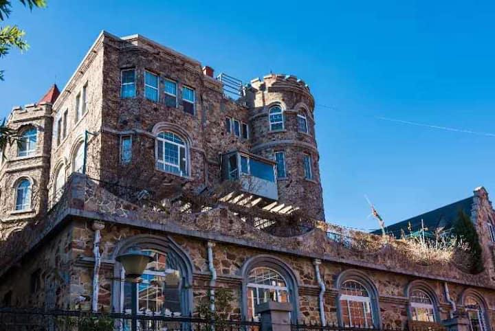 适合10人住的古堡