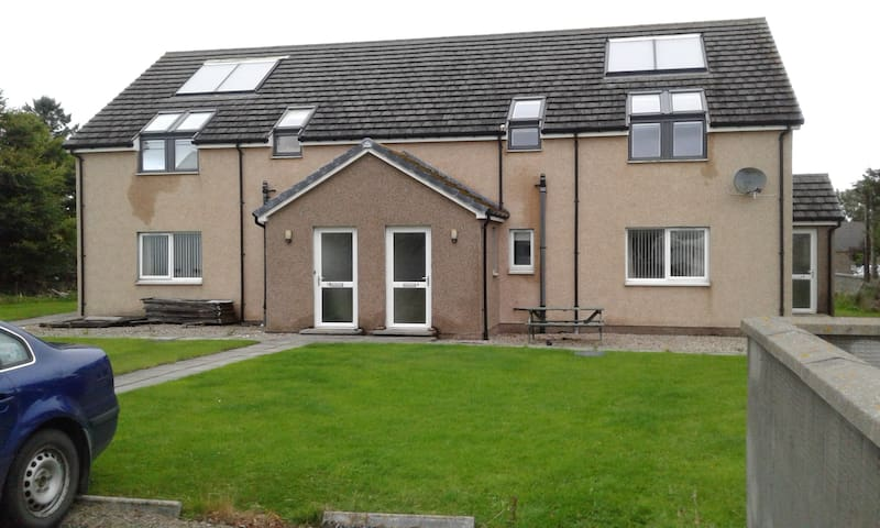 Modern 2 bedroom flat in centre of Halkirk