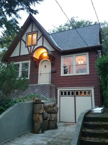 ENGLISH TUTOR HOUSE IN RAVENNA - Seattle - Haus
