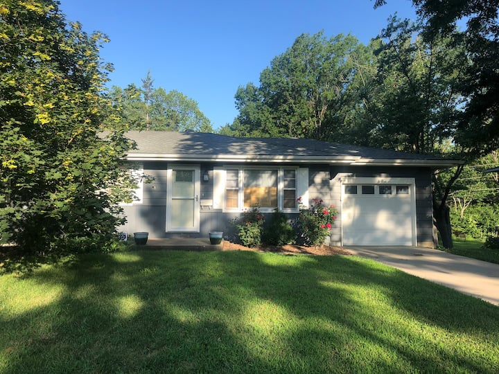 4 bedroom, deck, big yard, minutes from Mizzou