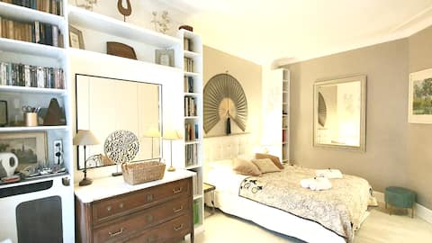 Guest room BnB in Paris Chatelet-Le Marais