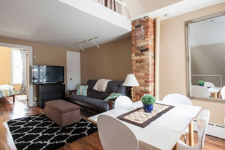 Private Upper Suite in Townhome - Toronto - House