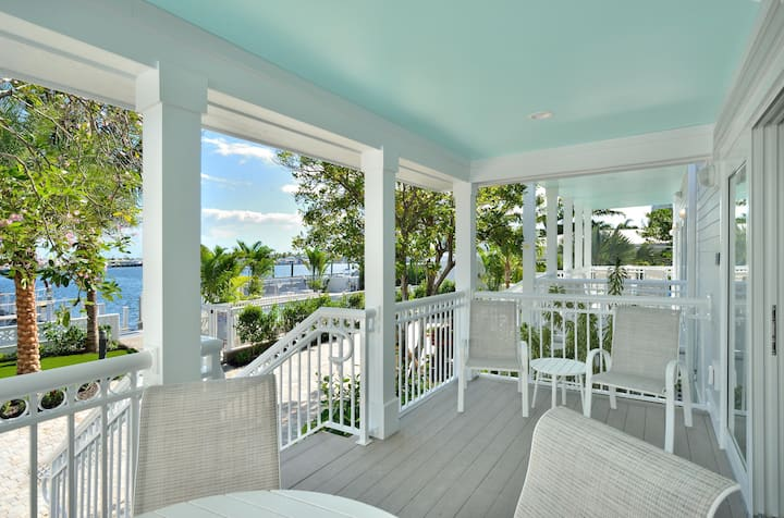 Brand New! Waterfront 3 Bedroom Condo at Bayfront Suites & Marina