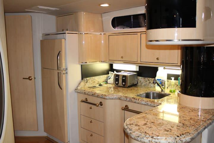Close to the Beach - 54' Luxury Yacht - Sleeps 13! - Huntington Beach - Boat