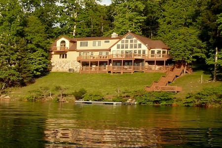 Erickson Norris Lakefront Panoramic View Home - LaFollette - House
