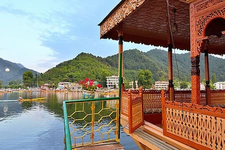 Houseboat in Dal Lake Area - 船