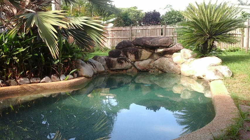 Garden Apartment with Pool - Cairns - Daire