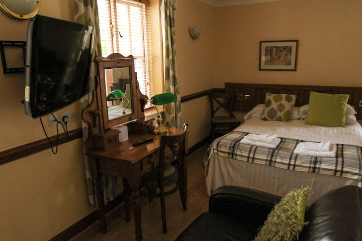 Classic Double En-suite Room at The Coachman