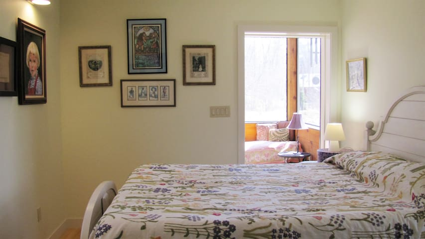 Queen bedroom with screened porch access