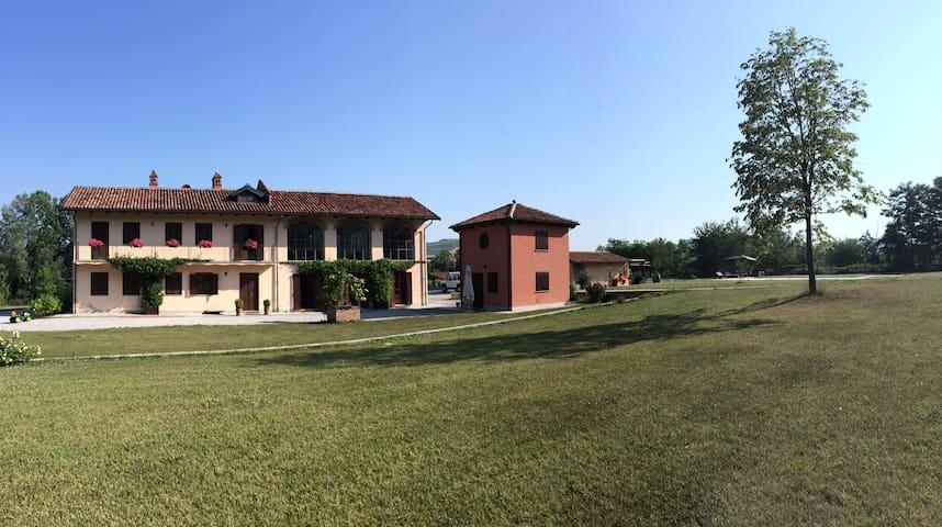La piccola casa sulla collina con piscina