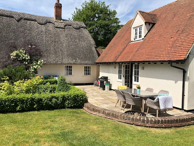 Beautiful Country Home in village close to London