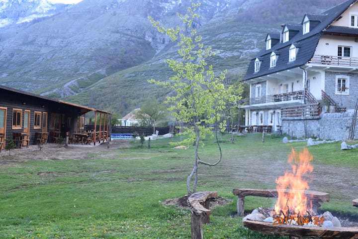 Boga Alpine Resort, Guest House & Camping