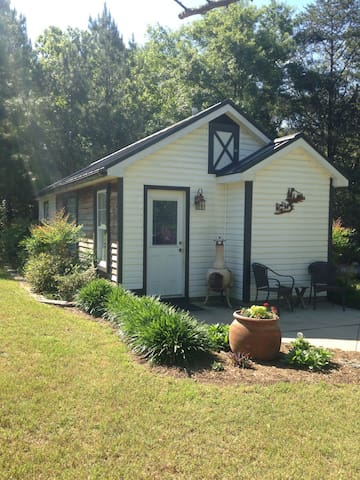 🌟Country Cottage ~ Near Erskine!🌟