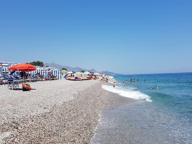 Spiaggia vedendo Taormina