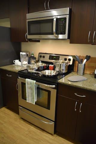 Standard Size Appliances / Modern Cabinetry
