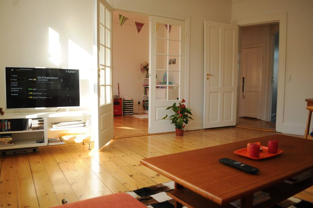 Living/dining room with French doors to 2nd bedroom. Smart TV w/Netflix