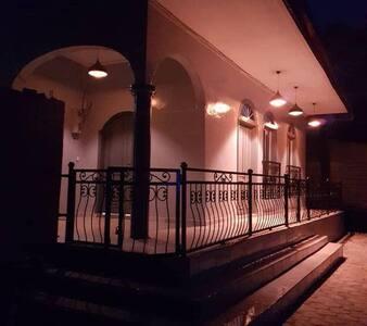Location Maison Bleue,style néoclassique à Kribi