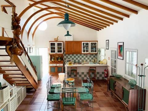 jONE 's house, a country retreas with author' s design
