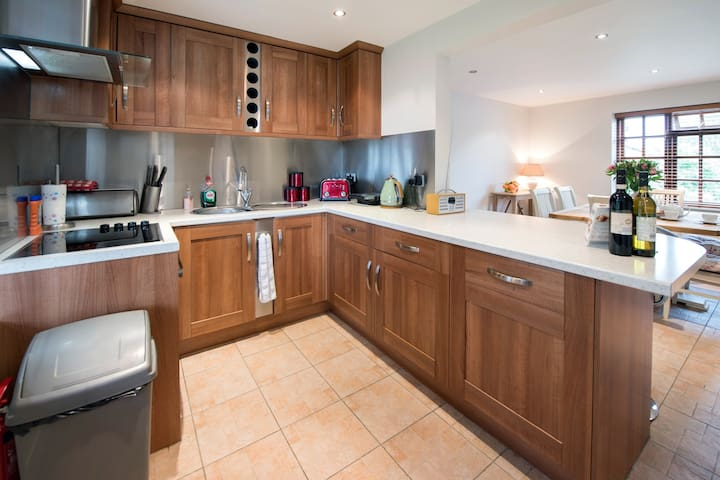 Broadoak Cottage | 3 Bed, Sleeps 6