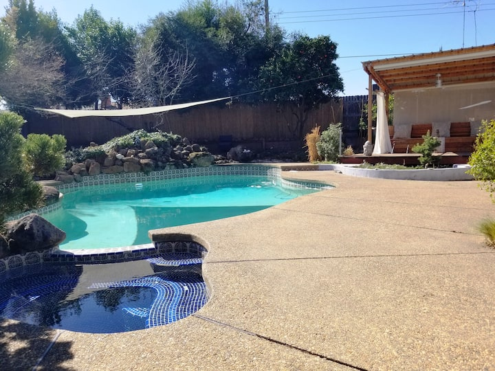 Quiet Oasis with Pool/Hot Tub just off Riverfront