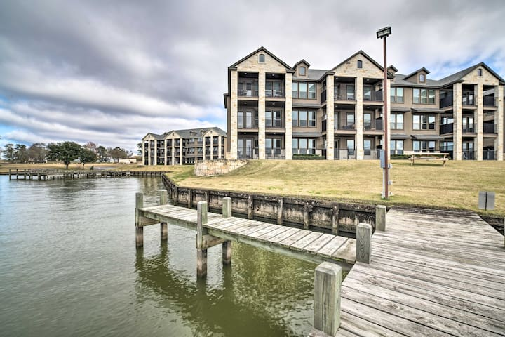 NEW! Spacious Lake Livingston Condo w/ Dock & Pool
