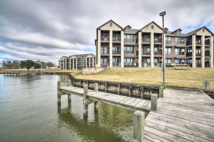 NEW! Spacious Lake Livingston Condo w/ Dock & Pool