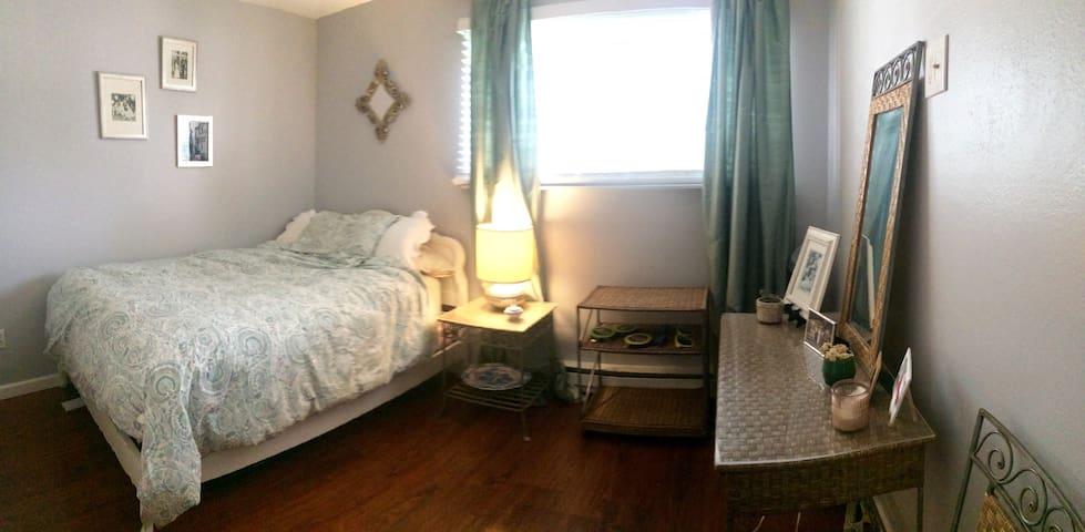 Cozy Room in KEY Location! - Avon - Apartment