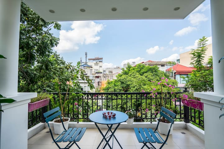 ☆Modern Studio w/Balcony next to Hoan Kiem lake☆