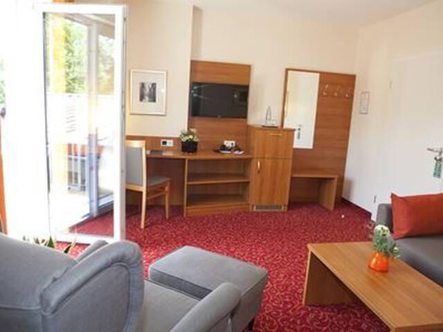 Hotel Alexa (Bad Mergentheim), Suite Emilie oder Suite Lina mit kostenfreiem WLAN und Parkplatz