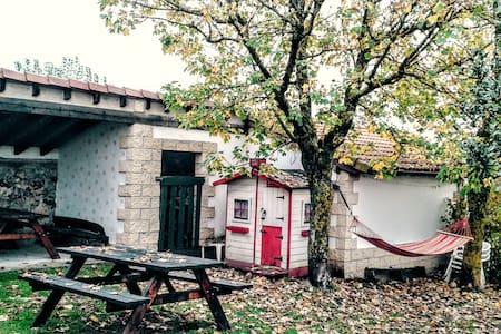 Casa Rural 4 habitaci . Lago . WIFI