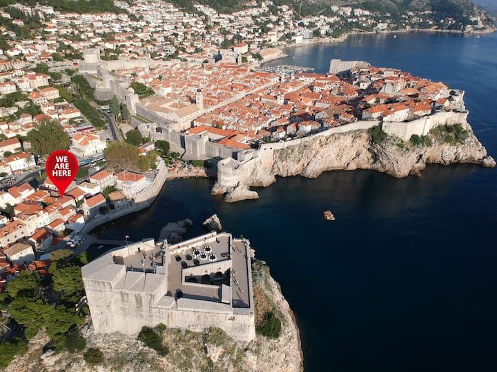 Room Minceta, steps from Old Town, Beach, Sights!