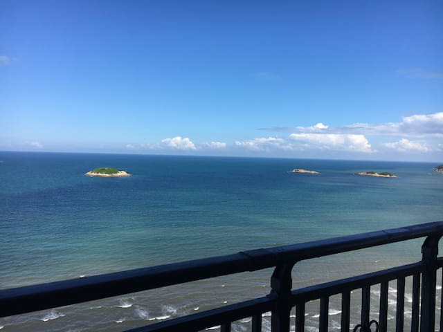惠东虹海湾躺在床上就可享受无敌海景的双大床房