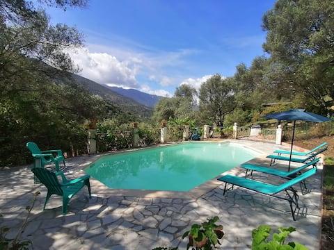 Fantastisk olivträdgård 2 hus 55m2 terrasser Simbassäng