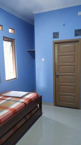 Quiet housing (private bathroom) @ Bintaro Sktr 9
