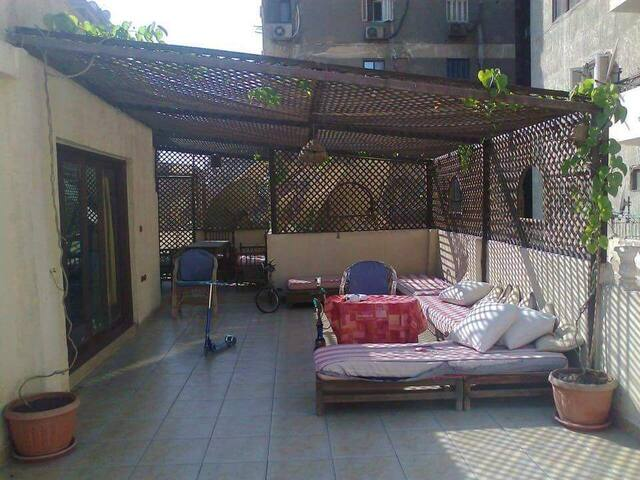 Room in a Charming Rooftop flat - Mohandiseen, EG - Apartamento